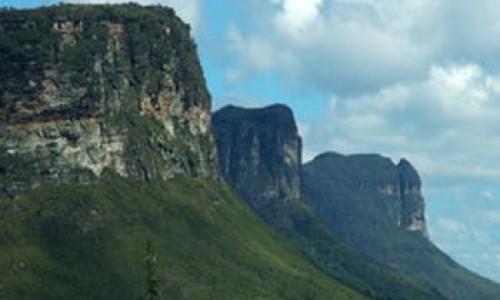 """<h2><a href=""""http://nordesterural.com.br/mais-um-ano-de-emergencia-fitossanitaria-para-a-bahia/"""">Mais um ano de emergência fitossanitária para a Bahia</a></h2>O estado de emergência fitossanitária para a região do oeste do estado da Bahia (BA) foi renovada e terá validade até o dia 5 de novembro de 2015. A situação"""