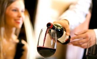 O mundo do vinho ganha avanços para oficializar a profissão de sommelier