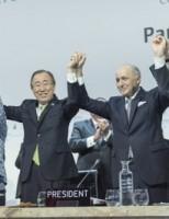 Nações do mundo fecham acordo para cuidar do clima mundial