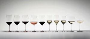 vinho - taças enfileiradas