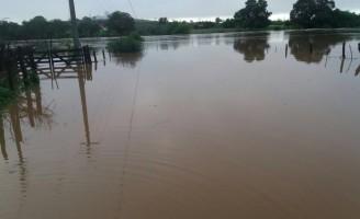 Rio do sertão de Pernambuco volta a correr e açudes armazenam água