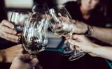 Uma ideia que pode se espalhar pelo Brasil: união de bares para vender vinhos mais baratos