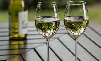 Hora dos vinhos brancos e rosés com a chegada do verão